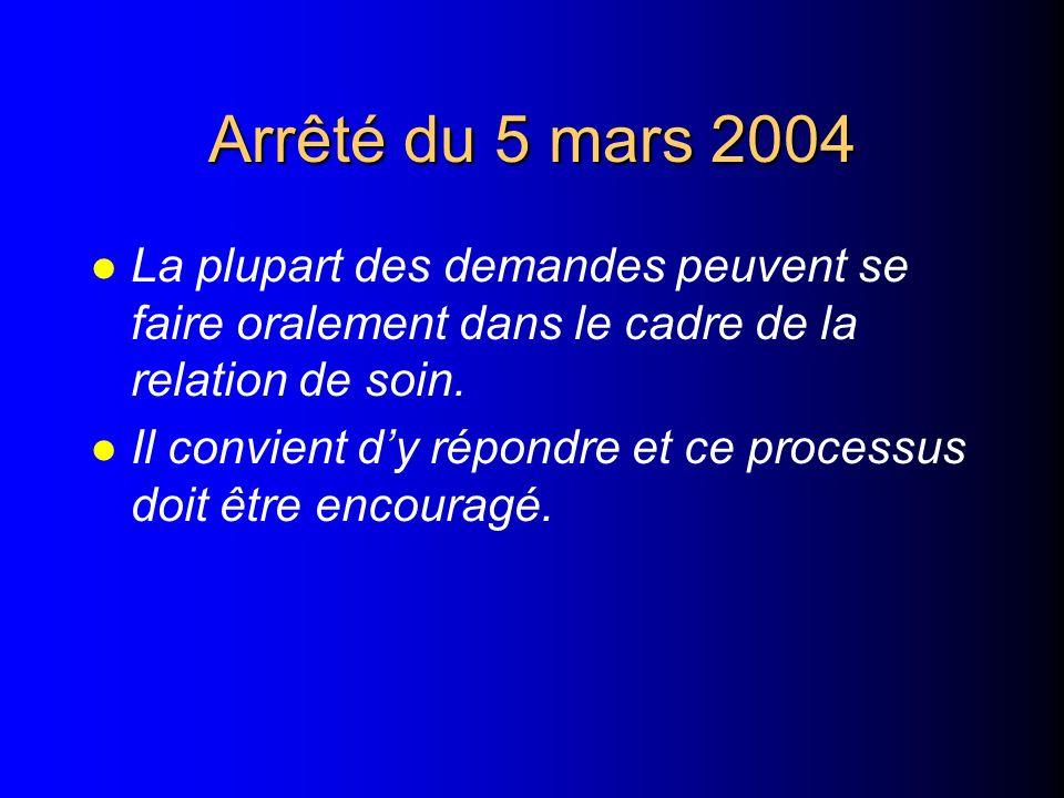 Arrêté du 5 mars 2004 l Laccès au dossier ne fait que compléter son droit à linformation. l Il ne saurait dispenser le professionnel de santé de son d