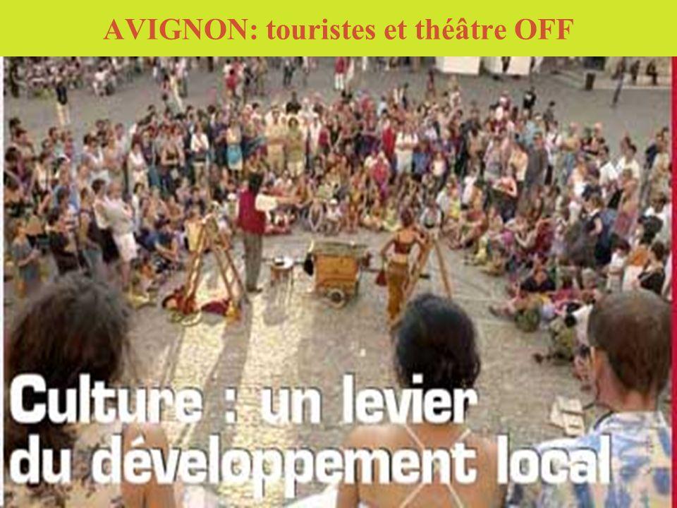 AVIGNON: touristes et théâtre OFF