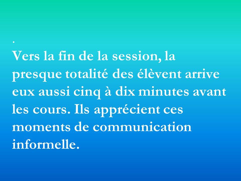 Vers la fin de la session, la presque totalité des élèvent arrive eux aussi cinq à dix minutes avant les cours.
