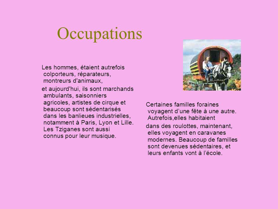 Occupations Les hommes, étaient autrefois colporteurs, réparateurs, montreurs d'animaux, et aujourd'hui, ils sont marchands ambulants, saisonniers agr