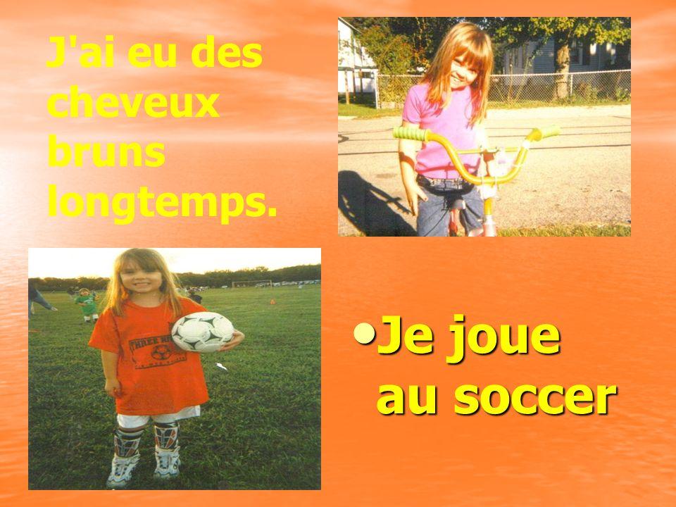 Je joue au soccer Je joue au soccer J ai eu des cheveux bruns longtemps.