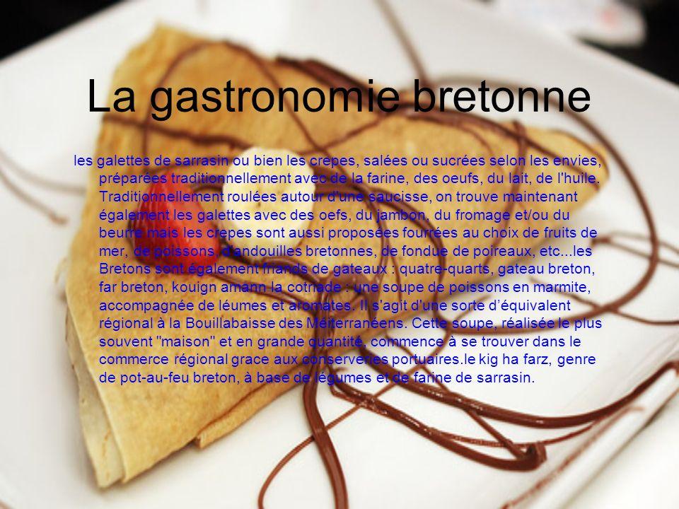 La gastronomie bretonne les galettes de sarrasin ou bien les crepes, salées ou sucrées selon les envies, préparées traditionnellement avec de la farine, des oeufs, du lait, de l huile.
