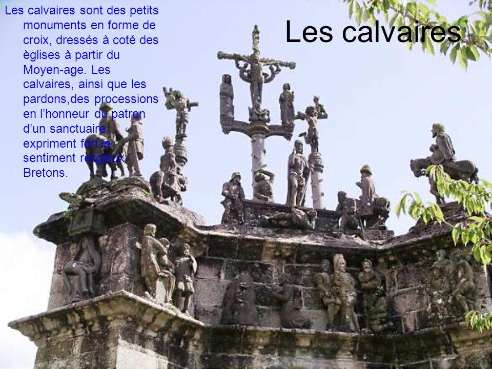 Les calvaires Les calvaires sont des petits monuments en forme de croix, dressés à coté des èglises à partir du Moyen-age. Les calvaires, ainsi que le