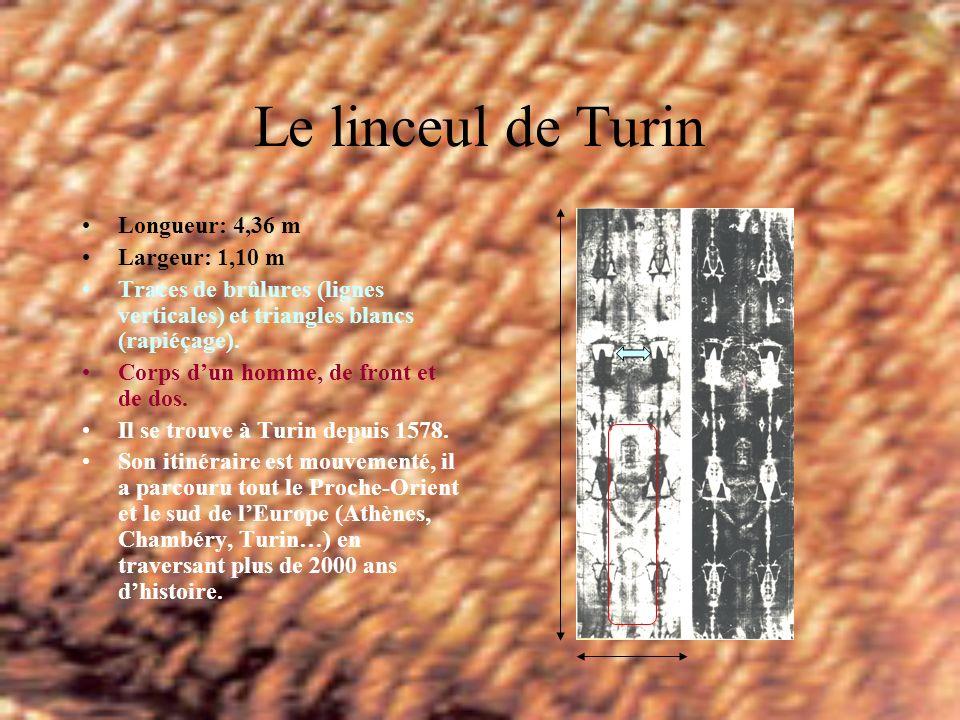 Le linceul de Turin Longueur: 4,36 m Largeur: 1,10 m Traces de brûlures (lignes verticales) et triangles blancs (rapiéçage).