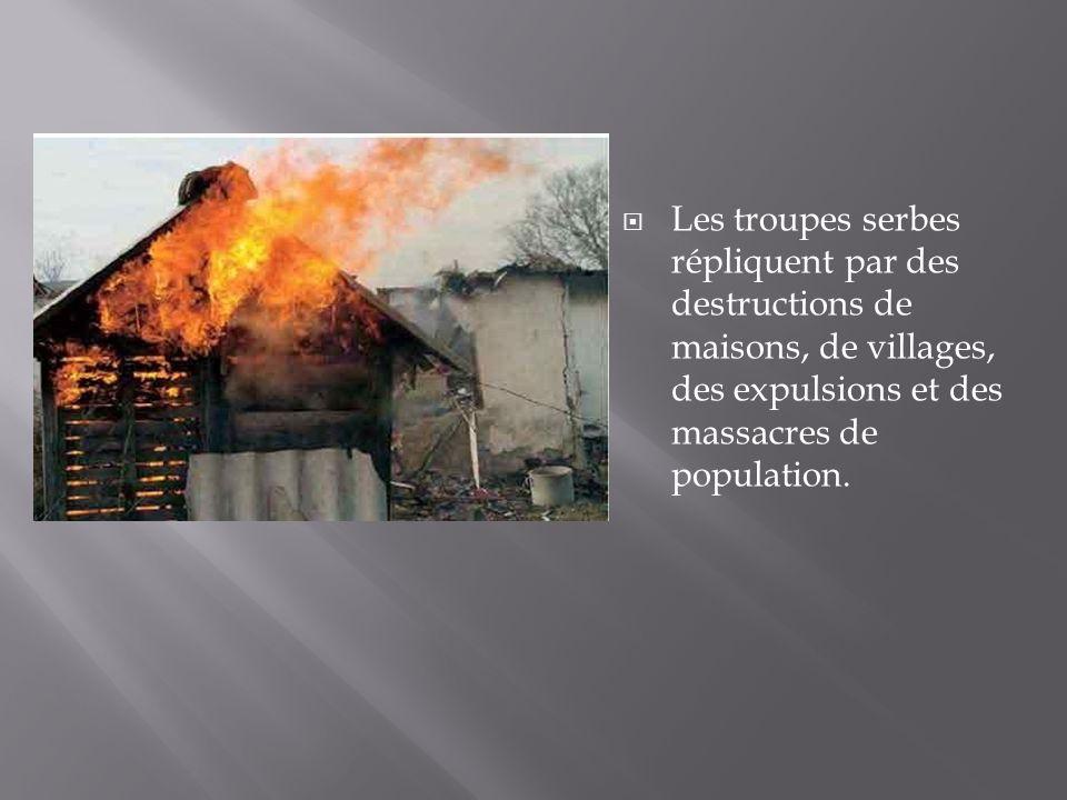Les troupes serbes répliquent par des destructions de maisons, de villages, des expulsions et des massacres de population.