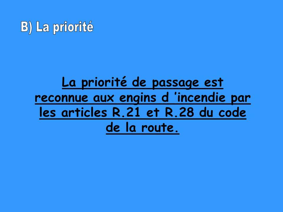 La priorité de passage est reconnue aux engins d incendie par les articles R.21 et R.28 du code de la route.