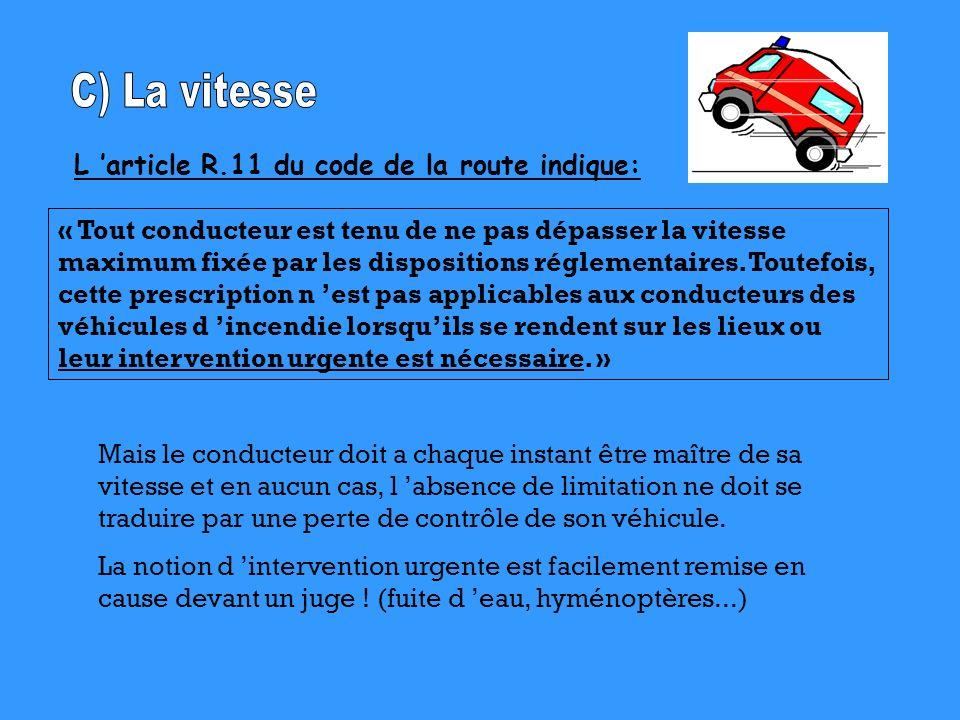 L article R.11 du code de la route indique: « Tout conducteur est tenu de ne pas dépasser la vitesse maximum fixée par les dispositions réglementaires