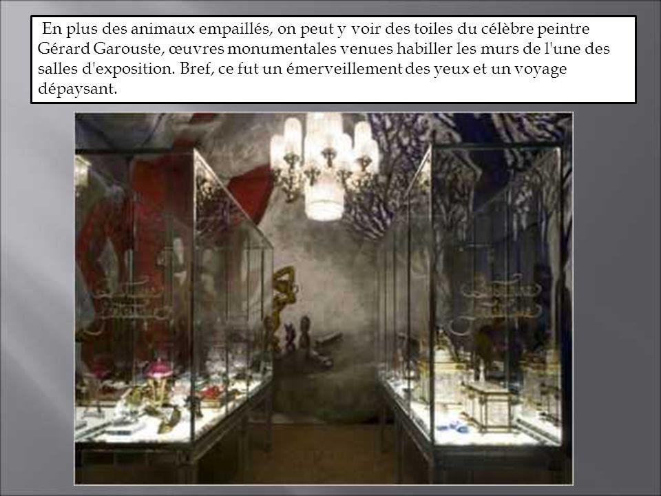 En plus des animaux empaillés, on peut y voir des toiles du célèbre peintre Gérard Garouste, œuvres monumentales venues habiller les murs de l une des salles d exposition.