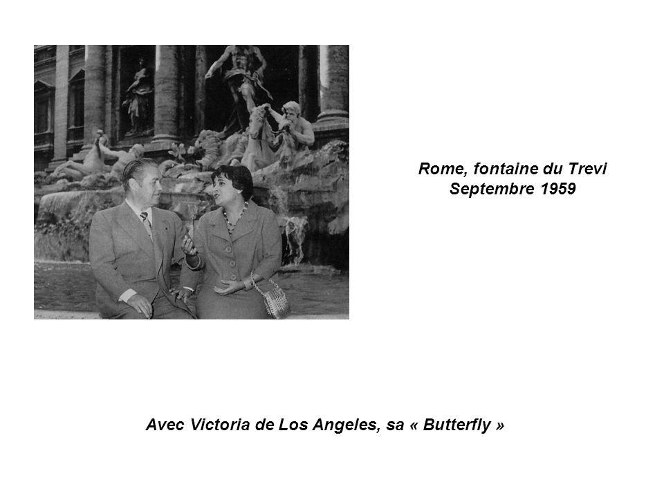 Rome, fontaine du Trevi Septembre 1959 Avec Victoria de Los Angeles, sa « Butterfly »