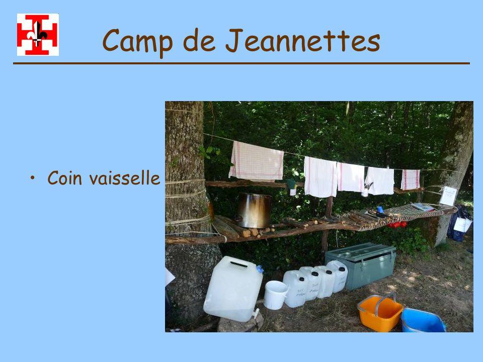 Camp de Jeannettes Tissage de lArbre de Mai