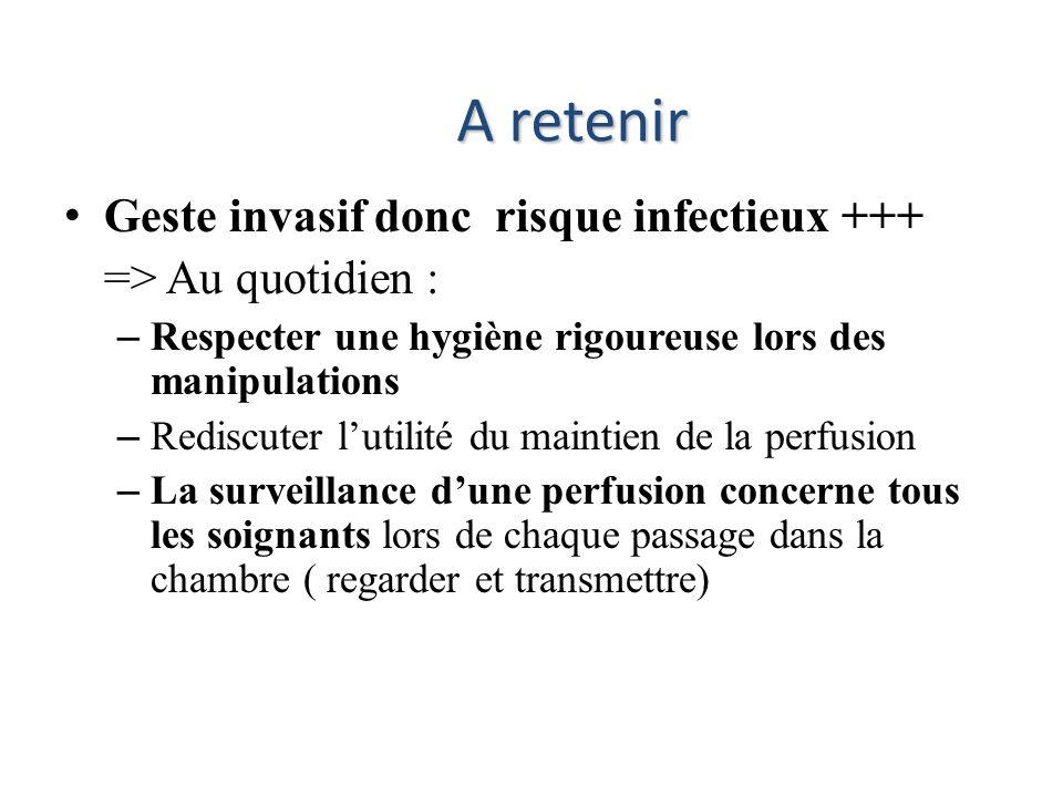 Geste invasif donc risque infectieux +++ => Au quotidien : – Respecter une hygiène rigoureuse lors des manipulations – Rediscuter lutilité du maintien