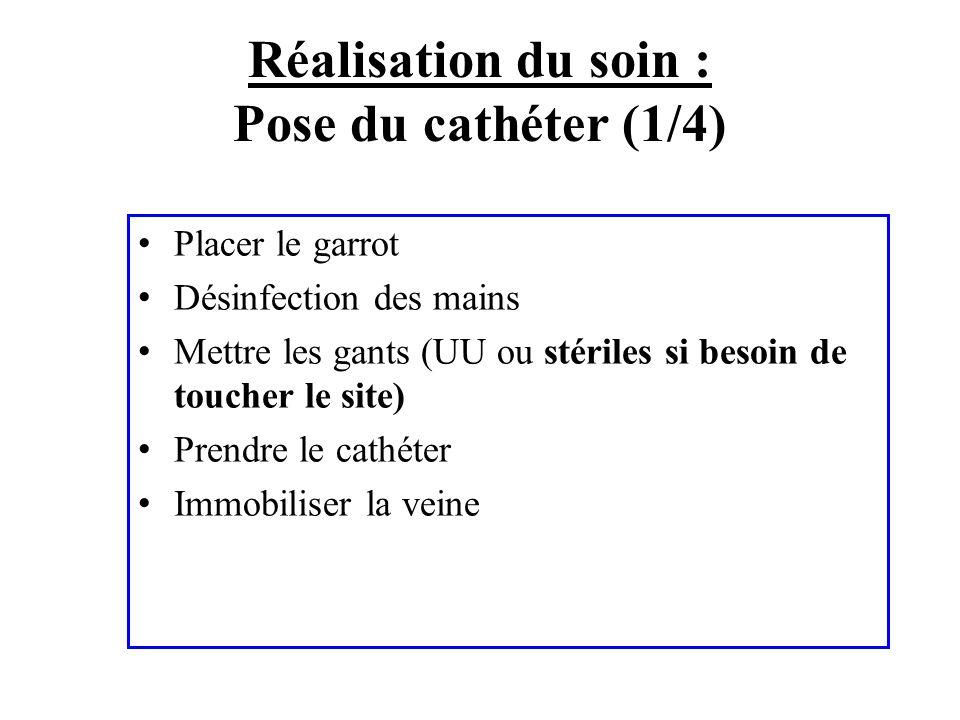 Réalisation du soin : Pose du cathéter (1/4) Placer le garrot Désinfection des mains Mettre les gants (UU ou stériles si besoin de toucher le site) Pr