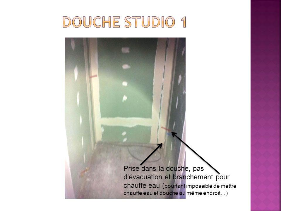 Prise dans la douche, pas dévacuation et branchement pour chauffe eau ( pourtant impossible de mettre chauffe eau et douche au même endroit…)