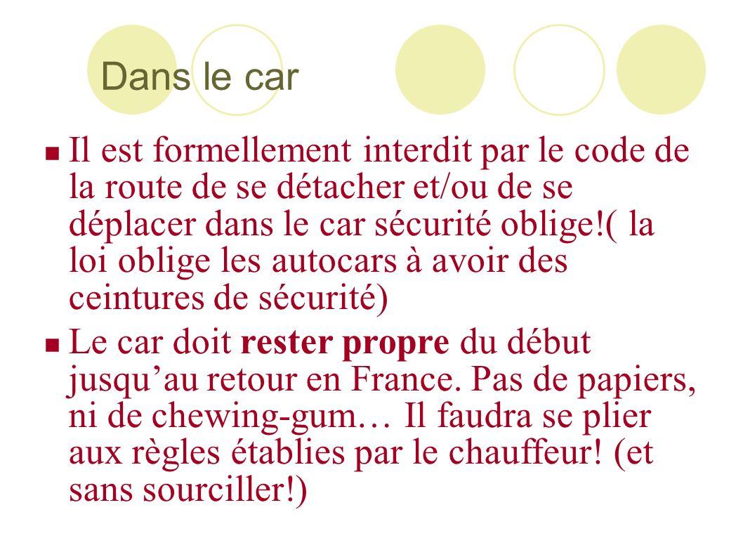 Dans le car Il est formellement interdit par le code de la route de se détacher et/ou de se déplacer dans le car sécurité oblige!( la loi oblige les a