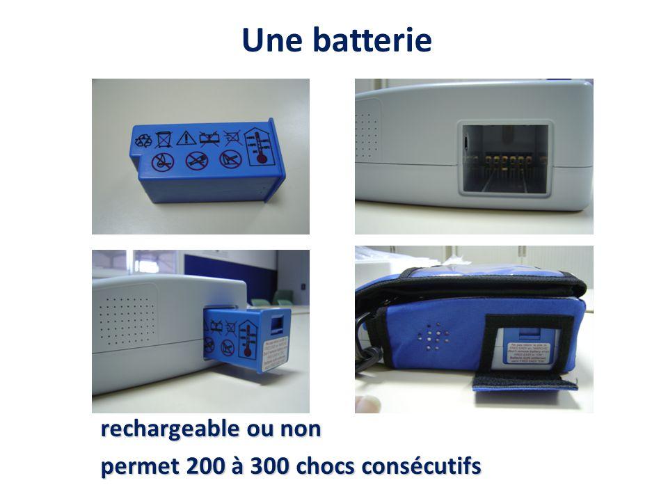 Une batterie rechargeable ou non permet 200 à 300 chocs consécutifs
