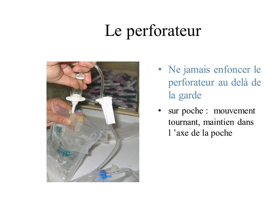 Le perforateur Ne jamais enfoncer le perforateur au delà de la garde sur poche : mouvement tournant, maintien dans l axe de la poche