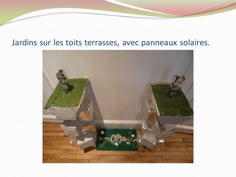 Jardins sur les toits terrasses, avec panneaux solaires.