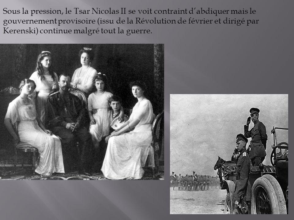 Sous la pression, le Tsar Nicolas II se voit contraint dabdiquer mais le gouvernement provisoire (issu de la Révolution de février et dirigé par Keren