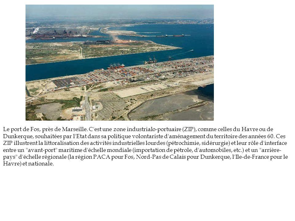Le port de Fos, près de Marseille. C'est une zone industrialo-portuaire (ZIP), comme celles du Havre ou de Dunkerque, souhaitées par l'Etat dans sa po