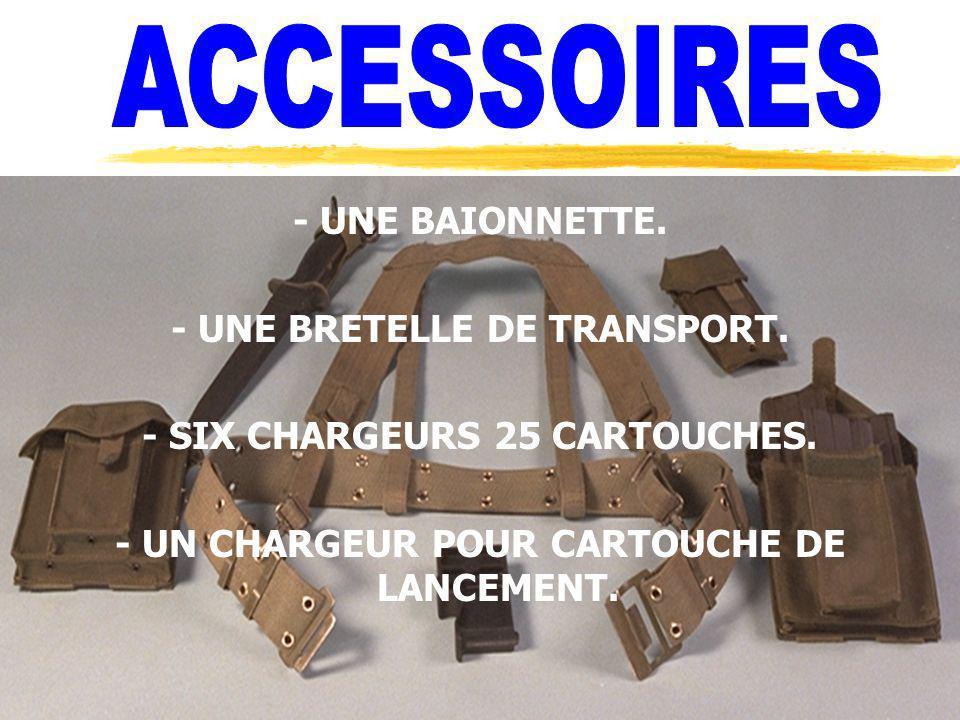 - UNE BAIONNETTE. - UNE BRETELLE DE TRANSPORT. - SIX CHARGEURS 25 CARTOUCHES. - UN CHARGEUR POUR CARTOUCHE DE LANCEMENT.
