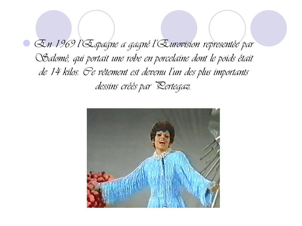 En plus des robes pour les plus importantes célébrités de son époque, Pertegaz a dessiné aussi une robe exclusive pour une femme avec la collection de mode qui est peut-être, la plus grande et variée du monde: ¨Barbie.