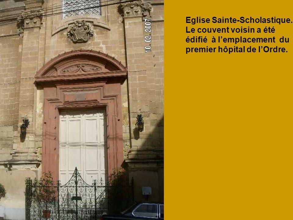 Eglise Sainte-Scholastique. Le couvent voisin a été édifié à lemplacement du premier hôpital de lOrdre.