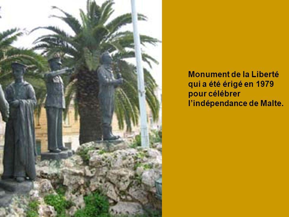 Monument de la Liberté qui a été érigé en 1979 pour célébrer lindépendance de Malte.