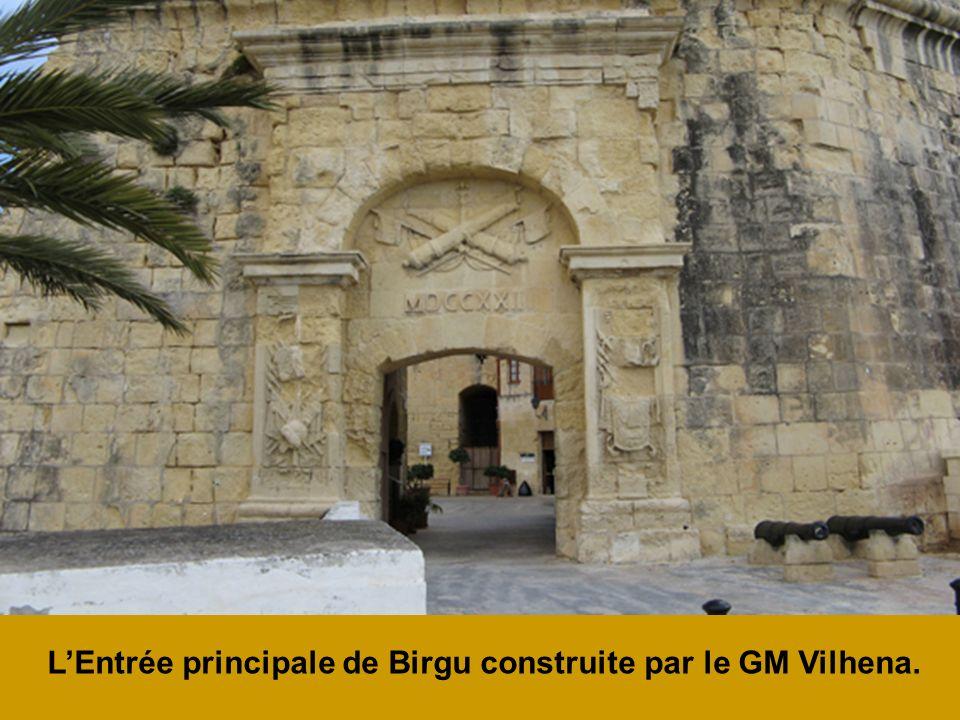 LEntrée principale de Birgu construite par le GM Vilhena.