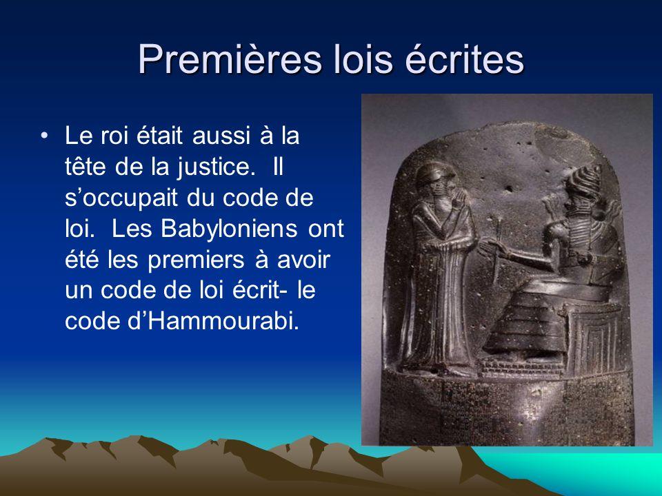 Premières lois écrites Le roi était aussi à la tête de la justice. Il soccupait du code de loi. Les Babyloniens ont été les premiers à avoir un code d