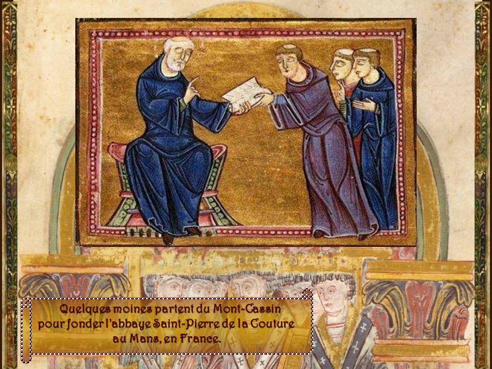 Entre le VIe et le IXe siècle : dItalie en France… dItalie en France… La Règle de saint Benoît pénètre en France ; graduellement, les monastère ladopt