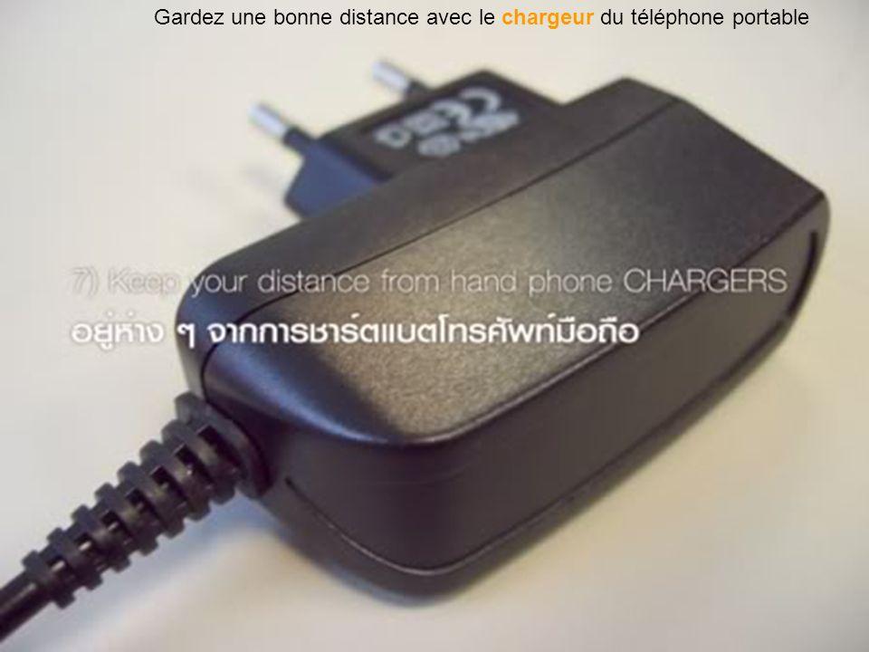 Gardez une bonne distance avec le chargeur du téléphone portable