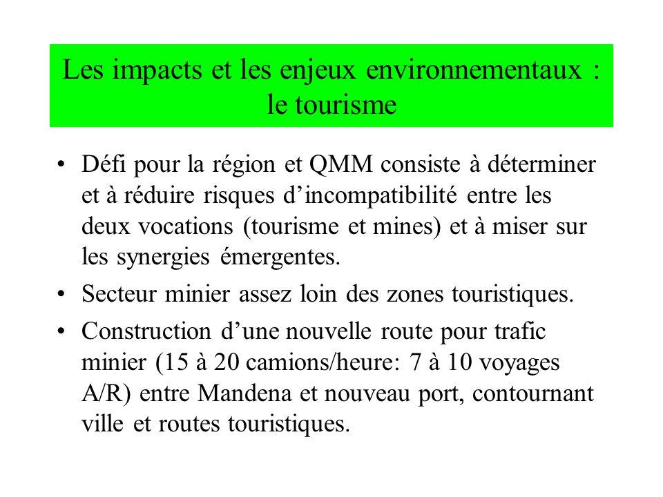 Les impacts et les enjeux environnementaux : le tourisme Défi pour la région et QMM consiste à déterminer et à réduire risques dincompatibilité entre