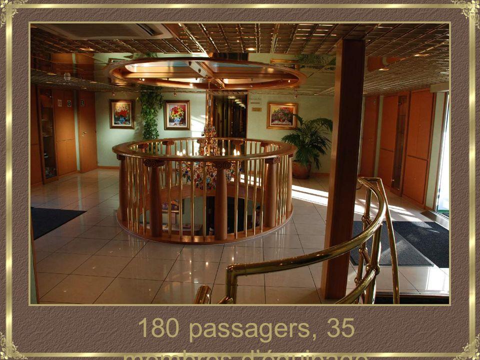 180 passagers, 35 membres déquipage