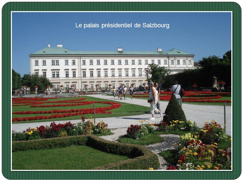 la ville est célèbre pour avoir vu naître Mozart. La vieille ville est inscrite sur la liste du patrimoine mondial de l'UNESCO Le festival de musique