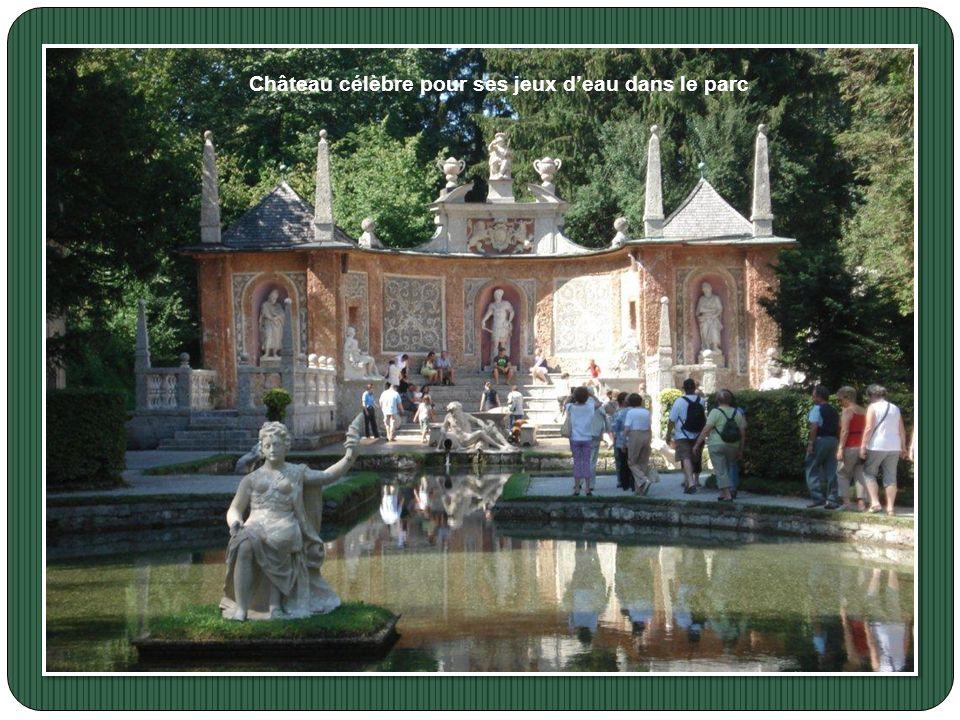 Visite du Château de Hellbrunn Cette ancienne résidence d'été édifiée de 1613 à 1619 dans le goût des villas italiennes