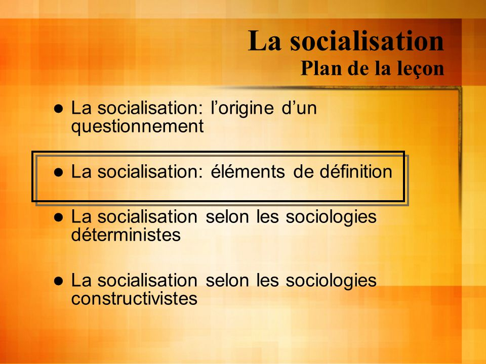 La socialisation Sociologies déterministes Le comportement des individus est le résultat de limposition, de linfluence, de la coercition exercée par le tout social La socialisation est verticale Dun individu socialisé vers un individu à socialiser
