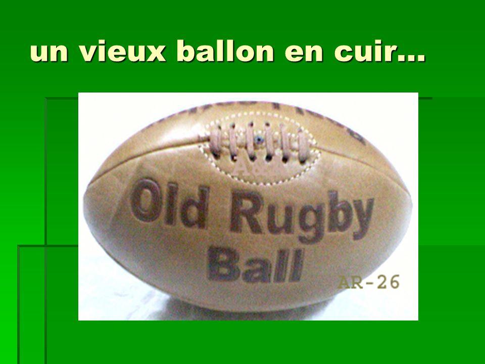 un vieux ballon en cuir…