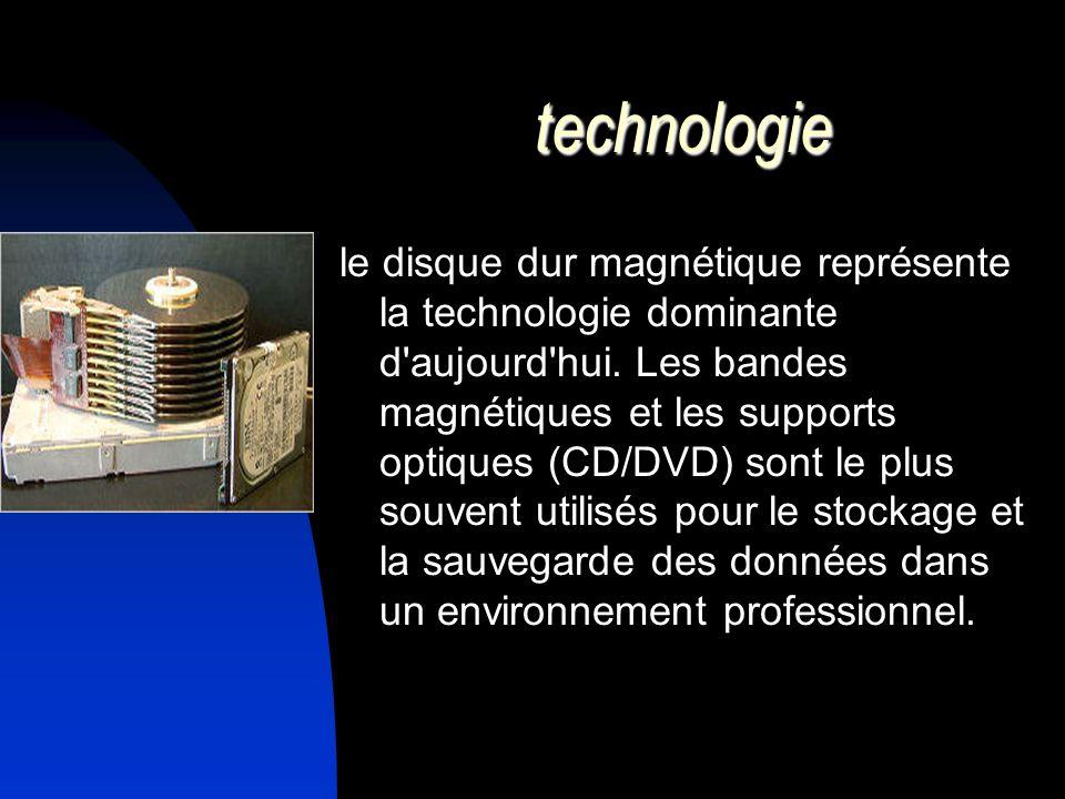 technologie le disque dur magnétique représente la technologie dominante d'aujourd'hui. Les bandes magnétiques et les supports optiques (CD/DVD) sont
