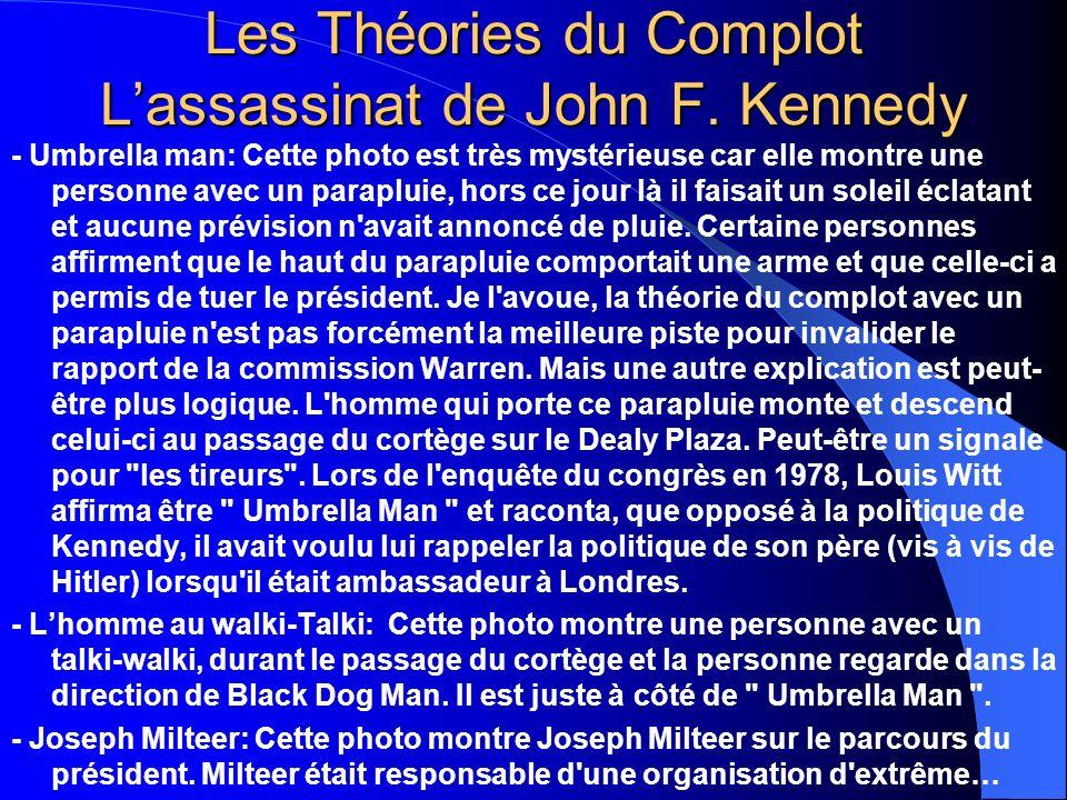 Les Théories du Complot Lassassinat de John F. Kennedy - Umbrella man: Cette photo est très mystérieuse car elle montre une personne avec un parapluie
