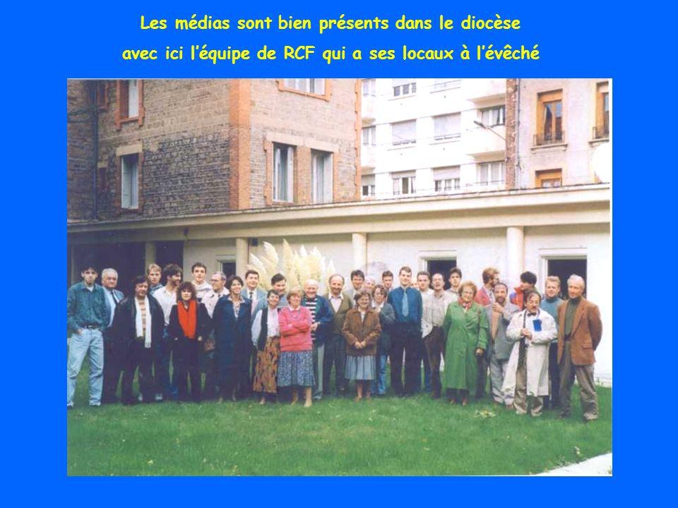 Une ordination de diacre permanent à lÉglise de Bourg Argental. Il y en a maintenant 28 dans le diocèse. Cest habituellement dans les communautés paro