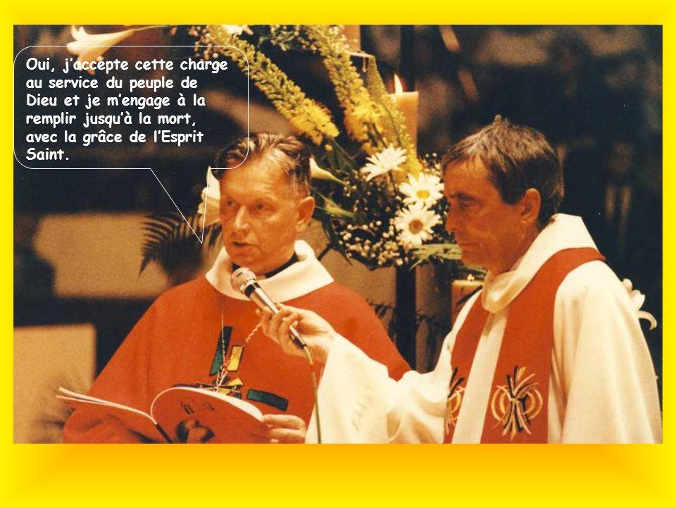 sa maman sa marraine Les membres de sa famille au premier rang Un peuple en fête ! 5 000 personnes dont 17 évêques et 300 prêtres