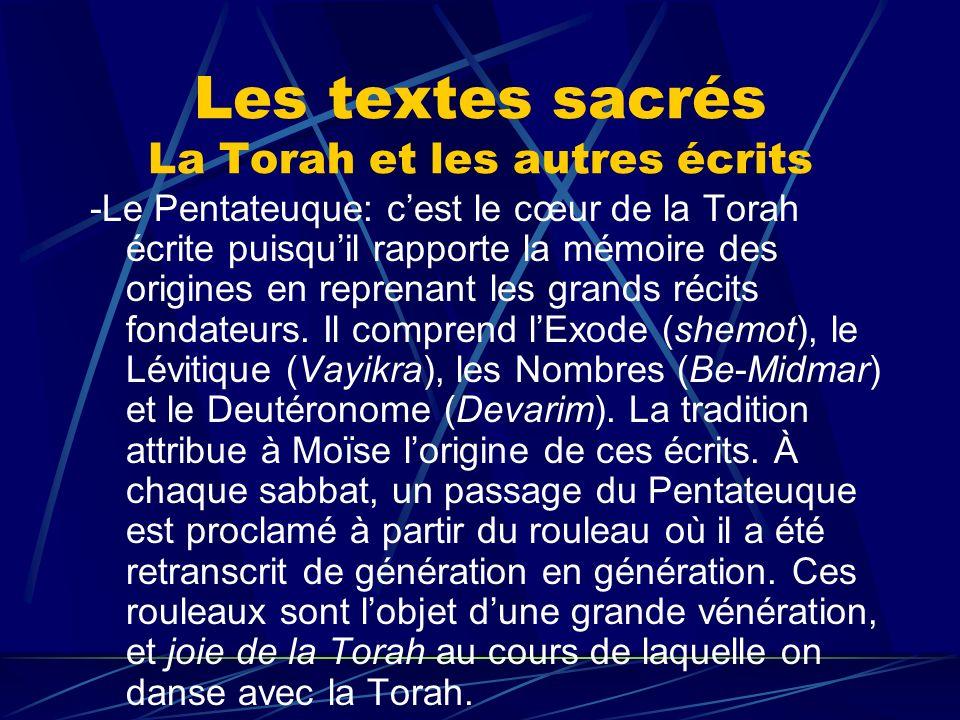 Les textes sacrés La Torah et les autres écrits -Le Pentateuque: cest le cœur de la Torah écrite puisquil rapporte la mémoire des origines en reprenan