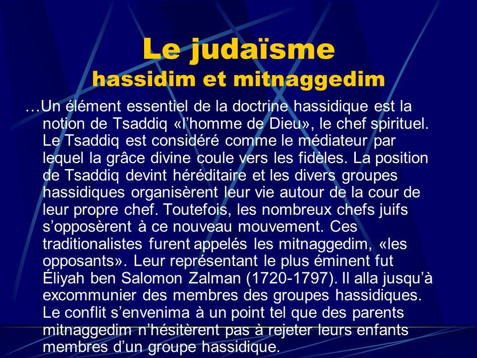Le judaïsme hassidim et mitnaggedim …Un élément essentiel de la doctrine hassidique est la notion de Tsaddiq «lhomme de Dieu», le chef spirituel. Le T
