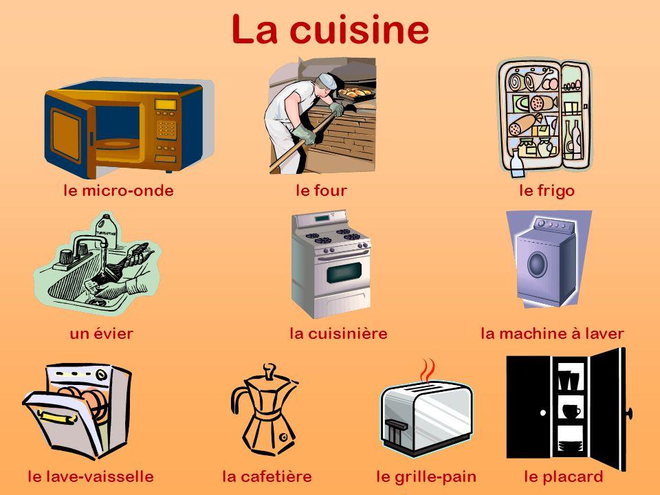 La cuisine le micro-ondele fourle frigo un évierla cuisinièrela machine à laver le lave-vaissellela cafetièrele grille-painle placard
