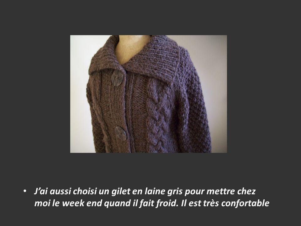 Jai aussi choisi un gilet en laine gris pour mettre chez moi le week end quand il fait froid. Il est très confortable