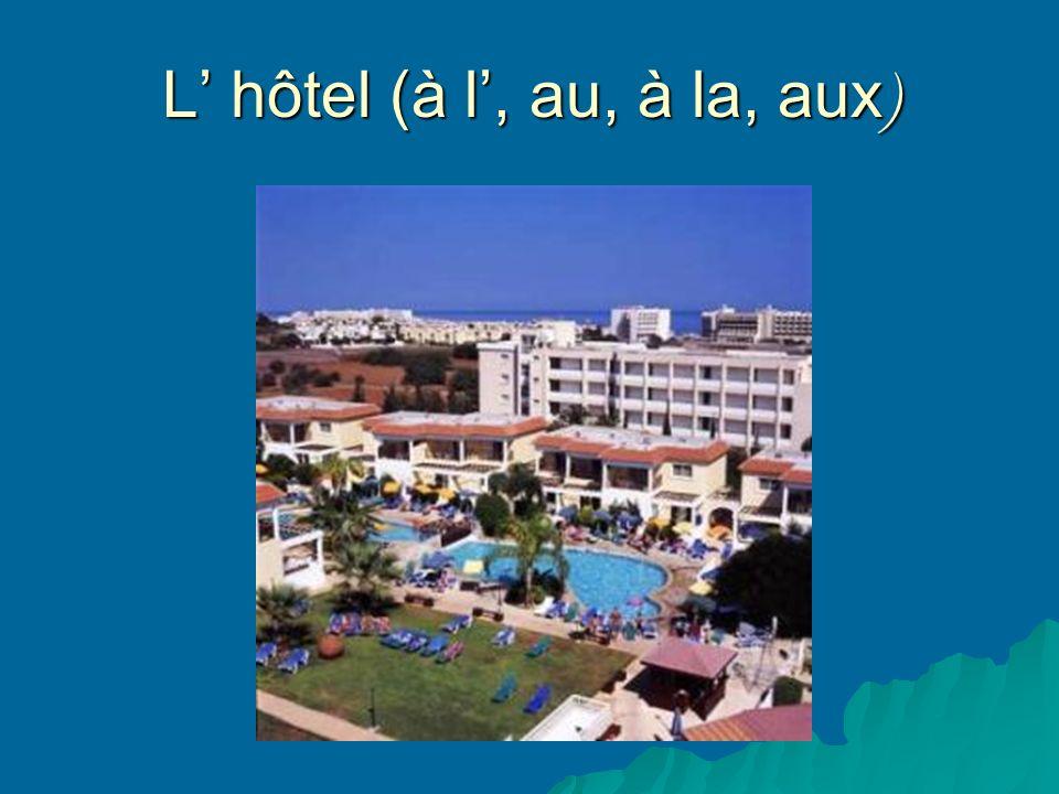 L hôtel (à l, au, à la, aux )