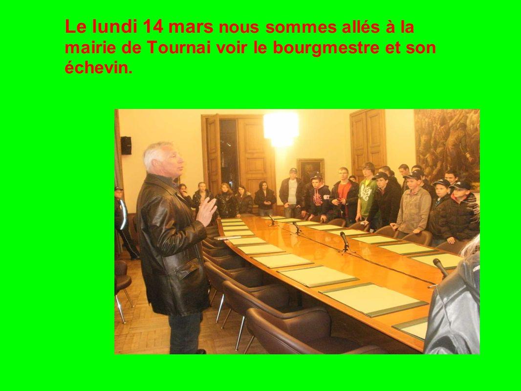 Le lundi 14 mars nous sommes allés à la mairie de Tournai voir le bourgmestre et son échevin.