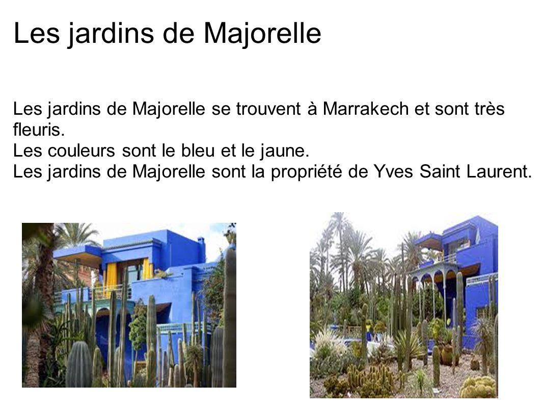 Les jardins de Majorelle Les jardins de Majorelle se trouvent à Marrakech et sont très fleuris. Les couleurs sont le bleu et le jaune. Les jardins de