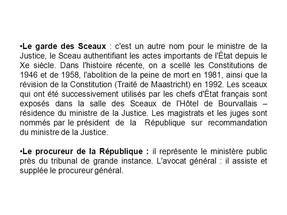 Le garde des Sceaux : c'est un autre nom pour le ministre de la Justice, le Sceau authentifiant les actes importants de l'État depuis le Xe siècle. Da