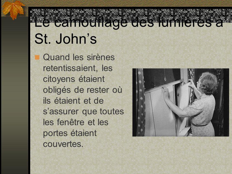 Le camouflage des lumières à St. Johns Quand les sirènes retentissaient, les citoyens étaient obligés de rester où ils étaient et de sassurer que tout